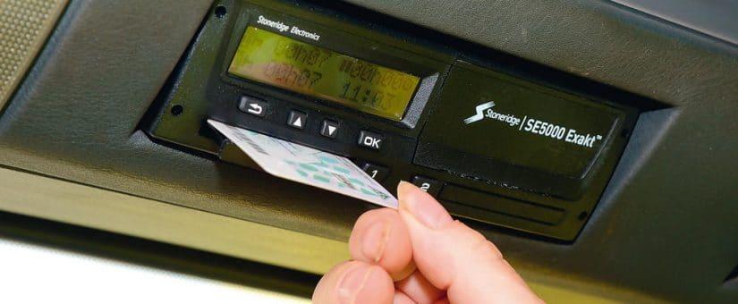 tacografo-metiendo-tarjeta-3-825x340